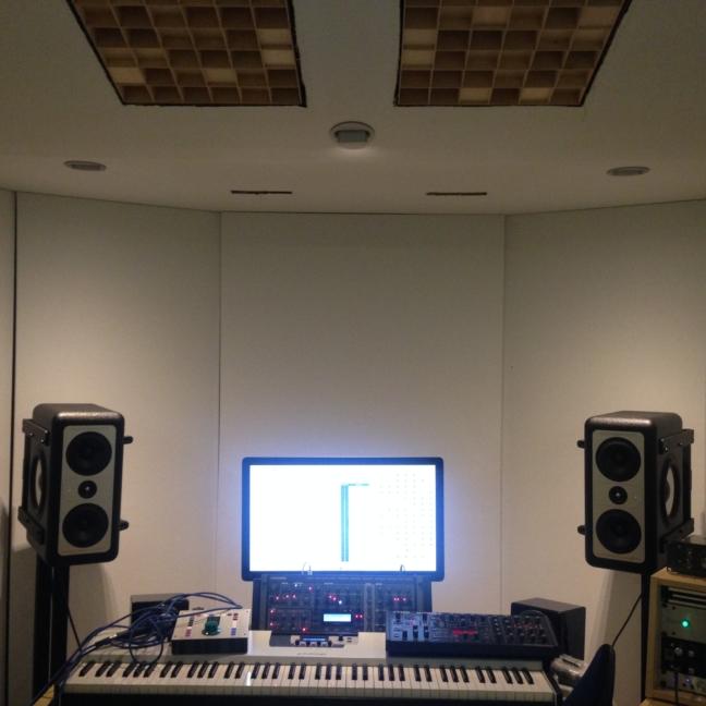 raumakustik akustik studio highend audio design interior beratung consulting technology wood holz furniture studiomöbel planung service architekt klang absorber sound butler diffusor nachhallzeit barefoot